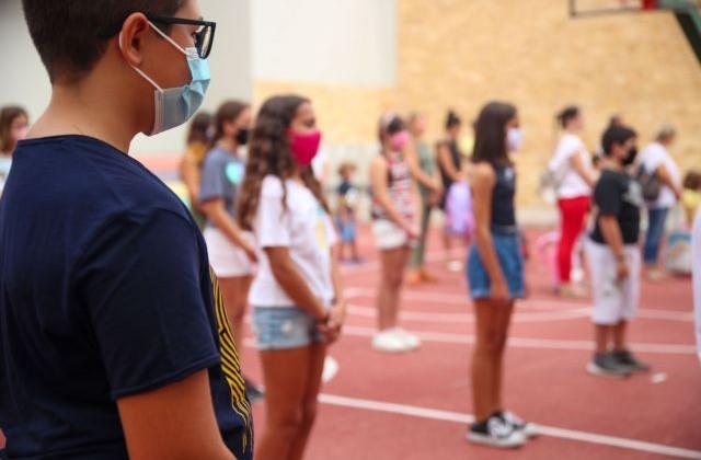 Κοροναϊός – Ραγδαία αύξηση κρουσμάτων στους εφήβους – Πώς θα ανοίξουν τα σχολεία