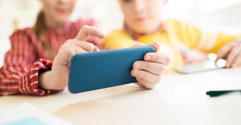 Τι πρέπει να γνωρίζουν οι γονείς για τα smartphones