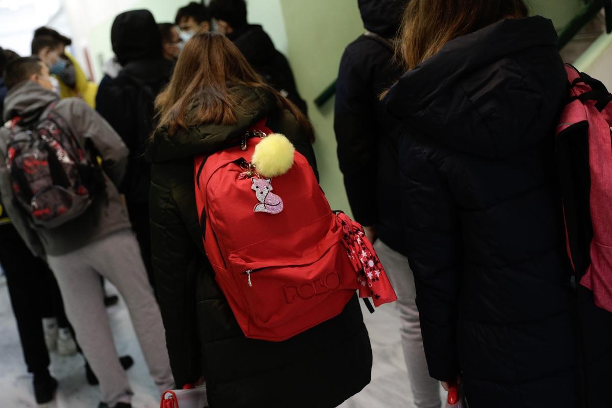 Πώς θα λειτουργούν φέτος τα σχολεία- Τι θα γίνει αν βρεθεί κρούσμα, πότε θα κλείνει ένα τμήμα