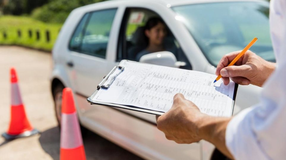 Οι 5 μεγάλες αλλαγές στα διπλώματα οδήγησης: Πώς θα οδηγούν οι 17άρηδες- Τι αλλάζει στην εξέταση