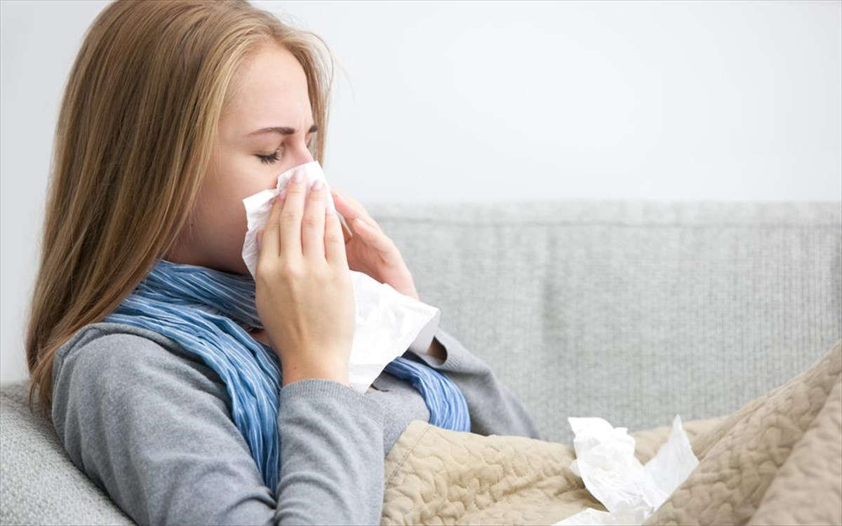 Είναι γρίπη ή κορωνοϊός: Πώς θα ξεχωρίσετε τα συμπτώματα- Τα 7 «SOS»